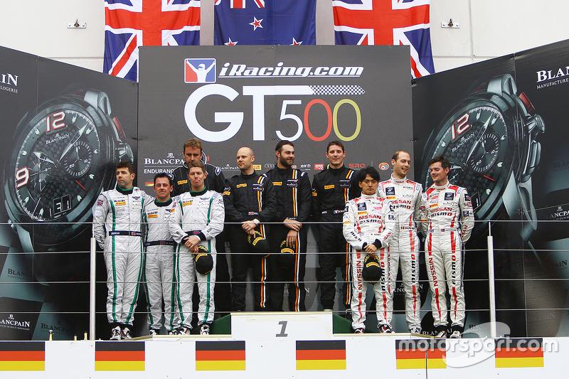 منصة التتويج: الفائز شاين فان غيبسبرجن، روب بيل، كيفن إيستر، فون رايان ريسينغ، المركز الثاني: ستيفن