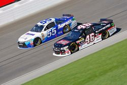 Michael Annett, HScott Motorsports Chevrolet and David Ragan, Michael Waltrip Racing Toyota