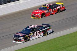 Michael Annett, HScott Motorsports Chevrolet and Kurt Busch, Stewart-Haas Racing Chevrolet