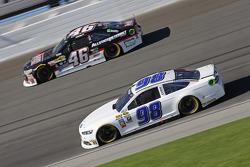 Reed Sorenson, Premium Motorsports Ford y Michael Annett, HScott Motorsports Chevrolet