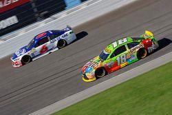 Kyle Busch, Joe Gibbs Racing Toyota and Trevor Bayne, Roush Fenway Racing Ford
