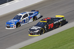Martin Truex Jr., Furniture Row Racing Chevrolet y Danica Patrick, Stewart-Haas Racing Chevrolet
