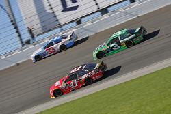 Kurt Busch, Stewart-Haas Racing Chevrolet y Austin Dillon, Richard Childress Racing Chevrolet y Bria