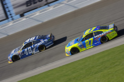 Paul Menard, Richard Childress Racing Chevrolet; Jimmie Johnson, Hendrick Motorsports Chevrolet