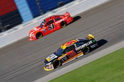 Ryan Newman, Richard Childress Racing Chevrolet and Justin Allgaier, HScott Motorsports Chevrolet