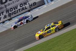 Kyle Larson, Chip Ganassi Racing Chevrolet y Trevor Bayne, Roush Fenway Racing Ford