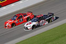 Matt Dibenedetto, BK Racing Toyota y Justin Allgaier, HScott Motorsports Chevrolet