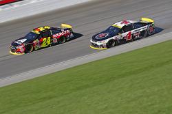 Jeff Gordon, Hendrick Motorsports Chevrolet y Kevin Harvick, Stewart-Haas Racing Chevrolet