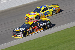 Ryan Newman, Richard Childress Racing Chevrolet and Kyle Larson, Chip Ganassi Racing Chevrolet