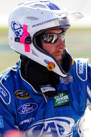Un mécanicien du Roush Fenway Racing