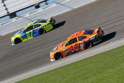 Landon Cassill, Hillman Circle Sport LLC Chevrolet; Paul Menard, Richard Childress Racing Chevrolet