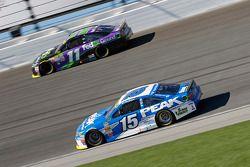 Clint Bowyer, Michael Waltrip Racing Toyota and Denny Hamlin, Joe Gibbs Racing Toyota