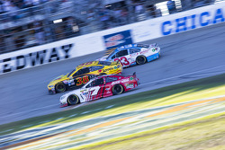 Alex Bowman, Tommy Baldwin Racing y David Gilliland, Front Row Motorsports Ford y Brian Scott, Richa