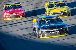 Denny Hamlin, Joe Gibbs Racing Toyota y Carl Edwards, Joe Gibbs Racing Toyota y Kurt Busch, Stewart-