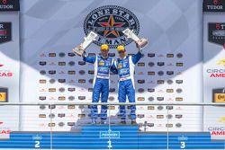 P Podium: Overall winners #01 Chip Ganassi Racing Ford/Riley: Scott Pruett, Joey Hand