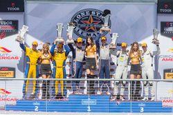 GTD podio: Carrera ganador # 33 Riley Motorsports SRT Viper GT3-R: Ben Keating, Jeroen Bleekemolen,