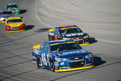 Jimmie Johnson, Hendrick Motorsports Chevrolet y Martin Truex Jr., Furniture Row Racing Chevrolet