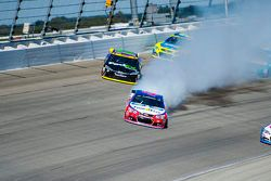 A.J. Allmendinger, JTG Daugherty Racing Chevrolet e Denny Hamlin, Joe Gibbs Racing Toyota