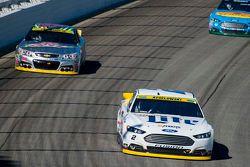 Brad Keselowski, Team Penske Ford y Dale Earnhardt Jr. Hendrick Motorsports Chevrolet