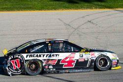 Kevin Harvick, Stewart-Haas Racing Chevrolet; Kyle Busch, Joe Gibbs Racing Toyota