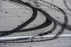 Residuos de Burnout del ganador Denny Hamlin, Joe Gibbs Racing Toyota
