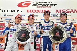 GT500 Winners: Takuya Izawa, Naoki Yamamoto and GT300 winners: Takeshi Tsuchiya, Takamitsu Matsui