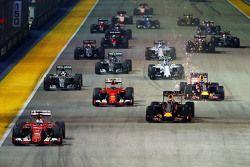Partenza: Sebastian Vettel, Ferrari SF15-T al comando