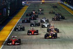 Largada: Sebastian Vettel, Ferrari SF15-T lidera