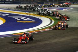 Start: Sebastian Vettel, Ferrari SF15-T leads