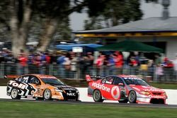 Jamie Whincup (TeamVodafone Ford Falcon BF), Garth Tander (Toll HSV Dealer Team Commodore VE)