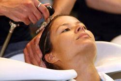 Formula Unas girls visit a beauty salon: Paola Ramirez