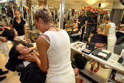 Formula Unas girls visit a beauty salon: Esefania Bejarano