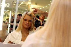 Formula Unas girls visit a beauty salon: Katja Semenova