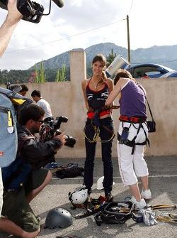 Jeunes femmes Formule 1 dans une expédition d'escalade de montagne: Tahnee Frijters