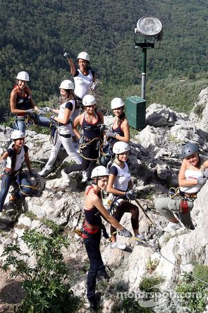 Formula Unas girls in a mountain climbing expedition