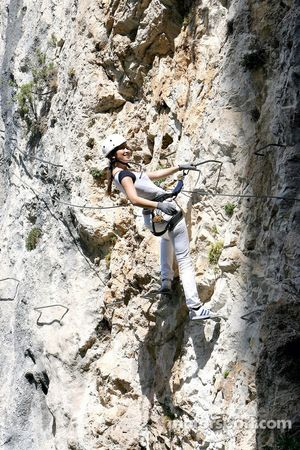 Formula Unas girls in a mountain climbing expedition: Heloise Bien