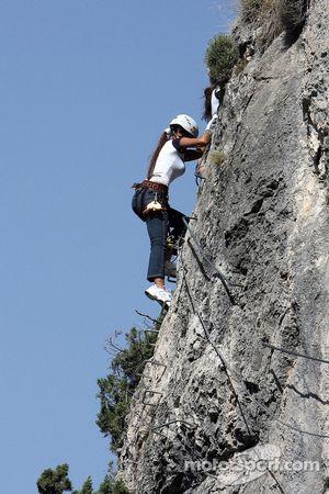 Formula Unas girls in a mountain climbing expedition: Paola Ramirez