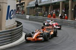 Christijan Albers, Spyker F1 Team, F8-VII y Ralf Schumacher, Toyota Racing, TF107