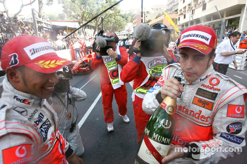 من ثم، أحرز الفوز في سباق جائزة موناكو الكبرى 2007 بعد تحقيق قطب الانطلاق الأول