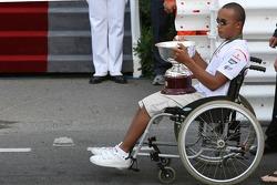 Nicholas Hamilton, hermano de Lewis Hamilton obtiene el trofeo de Ron Dennis, McLaren, equipo Princi