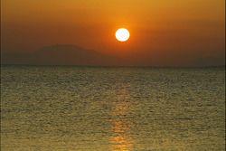 Le soleil se lève sur la Grèce