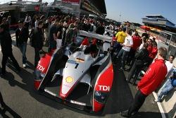 Audi Sport North America Audi R10 aux vérifications techniques