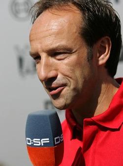 Marco Werner parle avec la TV allemande