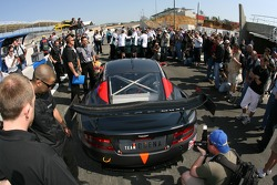 Team Modena Aston Martin DBR9 devant les vérifications techniques