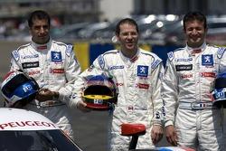 Séance photo pour laTeam Peugeot Total: Marc Gene, Jacques Villeneuve and Nicolas Minassian