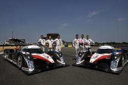 Séance photo pour la Team Peugeot Total: Marc Gene, Nicolas Minassian, Jacques Villeneuve, Pedro Lamy, Stéphane Sarrazin, Sébastien Bourdais