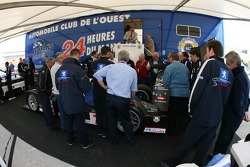 Team Peugeot Total Peugeot 908 aux vérifications techniques