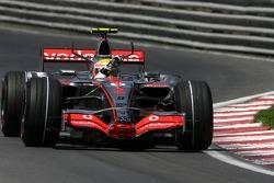 Льюис Хэмилтон, McLaren Mercedes празднует свой первый поул