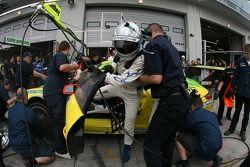 Arrêt au stand final pour la #1 Manthey Racing Porsche 911 GT3 RSR: Timo Bernhard, Marc Lieb, Romain Dumas, Marcel Tiemann