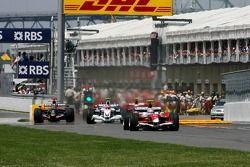 Robert Kubica, BMW Sauber F1 Team, Jarno Trulli, Toyota Racing